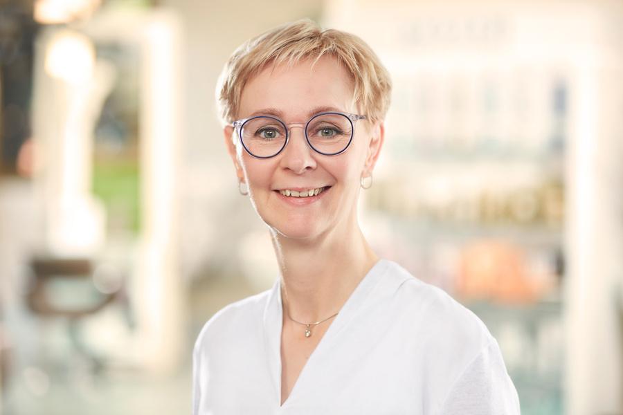 Neu im Team: Rezeptionistin Helga Huge